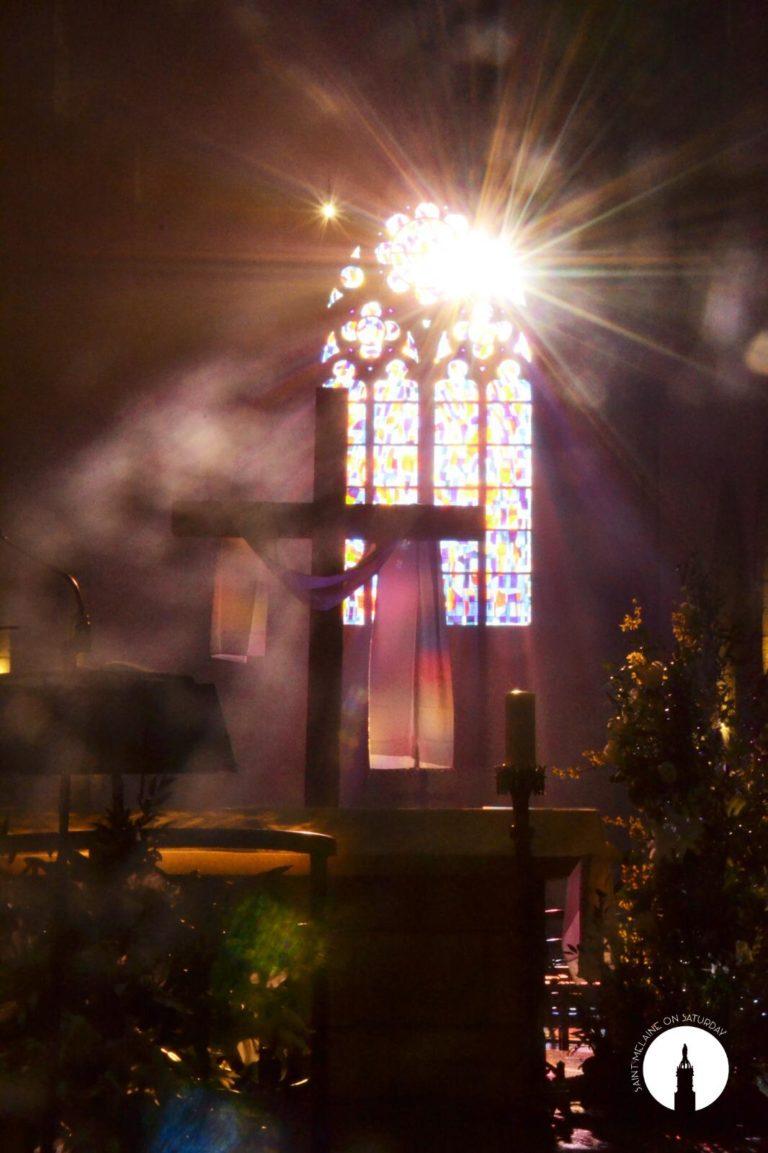 2021-04-06 photo messe paques croix illuminée-IMG-20210405-WA0005