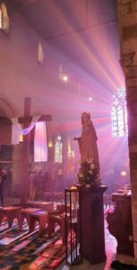 2021-04-06-photo vierge et croix de paques illuminées