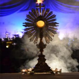 Adoration eucharistique mensuelle